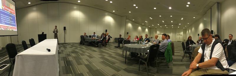 EPSC con Dr Ralf Krager presentando un caso y Dr Sven Staender a la dcha de la imagen.